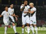 rendi-irwan-aryn-williams-david-da-silva-dan-diogo-campos-madura-united-vs-persebaya-surabaya.jpg