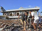 reruntuhan-rumah-pascagempa-lombok_20180806_165439.jpg