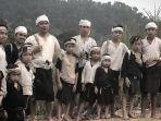 ridwan-kamil-saat-mengunjungi-perkampungan-suku-baduy_20180827_131603.jpg