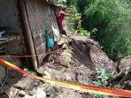 rumah-sriyatin-warga-desa-tugu-kecamatan-sendang-yang-nyaris-jatuh-ke-dalam-sungai.jpg