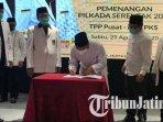 saifullah-yusuf-gus-ipul-menandatangani-pakta-integritas-pada-penyerahan-rekomendasi-pks.jpg