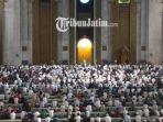 salat-sholat-istikaf-masjid-al-akbar_20180606_093655.jpg