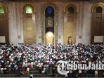 salat-tarawih-pertama-di-masjid-agung-surabaya-ramadan-1438-h_20170526_223004.jpg