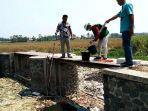sampel-air-di-sungai-ledeng-desa-modopuro-mojosari-kabupaten-mojokerto.jpg