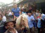 sandiaga-uno-naik-kuda-saat-kampanye-di-pacet_20181022_054416.jpg