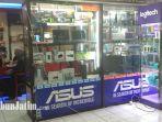 satu-di-antara-toko-laptop-yang-berada-di-hi-tech-mall-surabaya-senin-2822018_20180226_145329.jpg