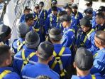 sejumlah-anak-buah-kapal-abk-kri-bima-suci-melakukan-peran-layar-pertama-di-lautan_20170928_081158.jpg