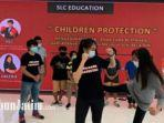 sejumlah-anak-sedang-mempraktikkan-gerakan-self-defense.jpg