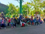 sejumlah-pekerja-migran-indonesia-pmi-sedang-mengantre.jpg