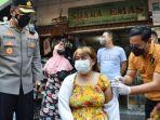 sejumlah-pengunjung-pasar-tradisional-di-sidoarjo.jpg