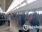 sejumlah-penumoang-masih-memadati-terminal-1-dan-2-bandara-juanda-surabaya_20170704_142312.jpg