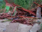 sejumlah-rumah-di-bojonegoro-rusak-akibat-hujan-deras-disertai-puting-beliung.jpg