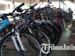 sejumlah-sepeda-bekas-yang-dijual-di-pds-tulungagung-tertata-rapi.jpg