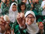 sekitar-seribu-anak-makan-telur-bersama-bupati-dan-sejumlah-pejabat-pemkab-sidoarjo.jpg
