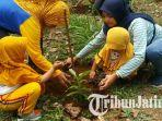 sekolah-luar-biasa-negeri-slbn-pandaan-dan-anak-anak-paud-karangjati-ikut-menanam-pohon.jpg