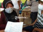 seorang-ibu-rumah-tangga-di-lumajang-laporkan-dugaan-penyunatan-bantuan-pkh.jpg