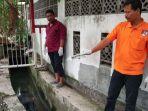 seorang-pria-ditemukan-tewas-mengambang-di-selokan-jalan-ngagel-surabaya_20180101_091015.jpg