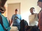 sepasang-kekasih-saat-penggeledahan-bnnp-jatim-di-hotel-kawasan-diponegoro-surabaya_20180803_124043.jpg