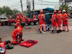 simulasi-vehicle-accident-rescue-basarnas-surabaya.jpg
