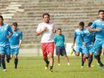 skuad-arema-fc-berlatih-di-stadion-petrokimia-gresik-instagram-aremafcofficial_20180505_154143.jpg