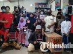 solidaritas-perjuangan-buruh-indonesia-spbi-wilayah-surabaya-berfoto-bersama-anak-yatim-piatu.jpg