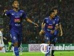 striker-arema-fc-ahmad-nur-hardianto-merayakan-gol-ke-gawang-persebaya.jpg