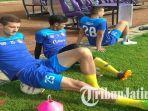 striker-persik-nicola-asceric-melakukan-pemanasan-sebelum-menjalani-latihan-di-stadion-brawijaya.jpg