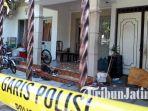 suasaan-rumah-duka-terduga-pelaku-teror-bom-di-tiga-gereja-di-surabaya-diamankan-polisi_20180514_101120.jpg