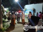 suasana-depan-rumah-duka-mantan-bupati-bangkalan-fuad-amin-di-jalan-jaksa-agung-suprapto.jpg