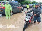 suasana-jalan-raya-madiun-surabaya-di-kabupaten-madiun-tergenang-air-hujan.jpg