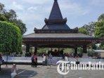 suasana-pengunjung-di-kawasan-wisata-makam-bung-karno-blitar-ilustrasi-makam-bung-karno.jpg
