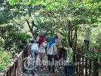 suasana-pengunjung-hutan-mangrove-wonorejo.jpg