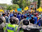 suasana-saat-ratusan-aktivis-pmii-cabang-pamekasan-madura-melakukan-demonstrasi.jpg