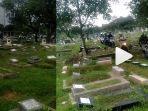 sudah-biasakah-para-pemotor-itu-melewati-kuburan-tersebut-semua-karena-macet.jpg
