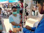 sukir-54-penjual-bakso-pentol-melayani-pembeli-di-pasar-mranggen.jpg