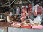 suminih-pedagang-daging-sapi-di-pasar-gurah.jpg