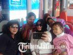 suroboyo-bus-penumpang-selfie_20180409_113946.jpg