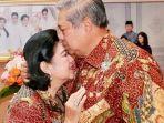 susilo-bambang-yudhoyono-sby-mencium-kening-istrinya-ani-yudhoyono.jpg