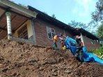 tanah-longsor-mengancam-rumah-warga-di-desa-pringapus-kecamatan-dongko-trenggalek.jpg