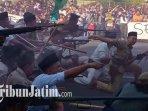 teatrikal-pertempuran-parade-surabaya-juang-2019-di-arema-tugu-pahlawan.jpg