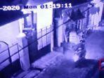 terekam-kamera-aksi-pencurian-di-sebuah-kos-di-jalan-dukuh-pakis-vi-surabaya.jpg