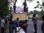 terjadi-pengadangan-truk-bermuatan-pupuk-di-desa-mulyoagung-kecamatan-singgahan-tuban.jpg
