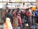 terminal-purabaya-bungurasih-surabaya-wajibkan-calon-penumpang-cuci-tangan.jpg