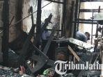 tim-labfor-polda-jatim-memeriksa-barang-barang-di-lokasi-kebakaran-rumah-makan-ramayana-blitar.jpg