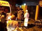 tim-medis-mengevakuasi-tukang-bentor-yang-meninggal-di-pinggir-jalan-kota-malang.jpg