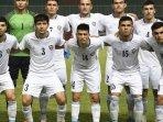 tim-sepak-bola-uzbekistan-pada-sesi-foto-sebelum-lawan-thailand_20180824_094433.jpg
