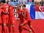 timnas-inggris-rayakan-gol-dele-alli-ke-swedia-di-piala-dunia-2018_20180708_054122.jpg