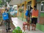 tni-angkatan-darat-banyuwangi-menyemprotkan-disinfektan-ke-sekolah-ilustrasi-sekolah.jpg