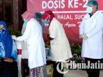 tokoh-masyarakat-menerima-vaksin-covid-19-dosis-kedua-di-pendopo-kabupaten-tulungagung.jpg