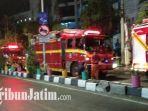 truk-pmk-surabaya-parkir-di-sepanjang-jalan-dharmawangsa.jpg